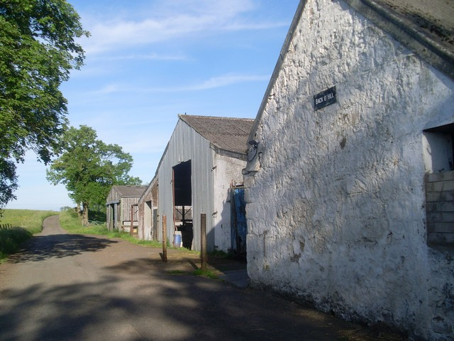 Farm buildings at Back o' Hill