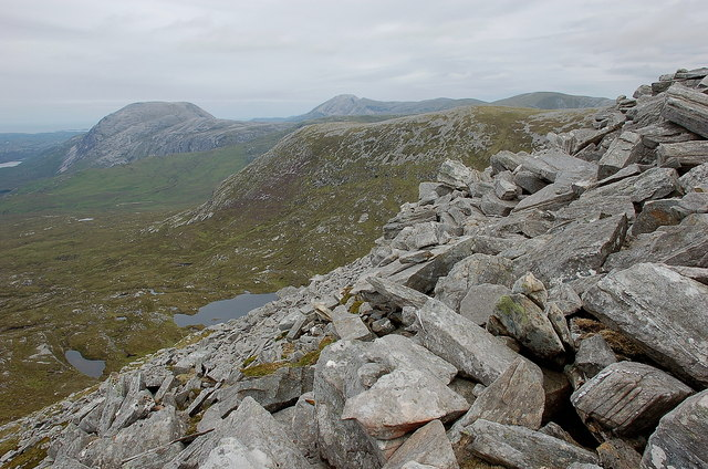 Boulders on the ridge above Coire Mhic Dhugaill