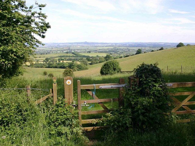 Footpath to Darlingscott and view east