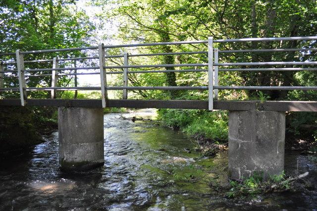 Bridge across Hindwell brook at ford, Knill