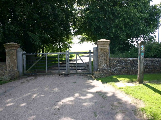 Gates at entrance drive to Foxcote House