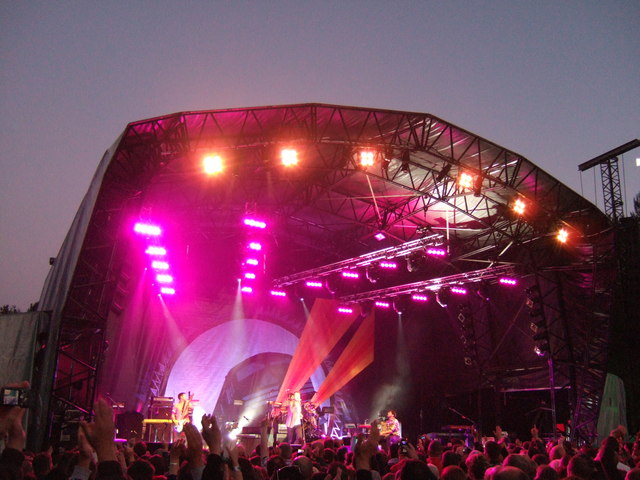Keane on stage at Sherwood Pines Forest Park