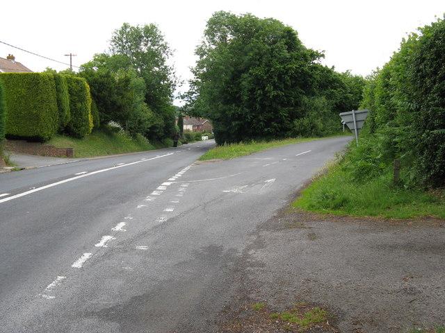 The B2192 entering Halland