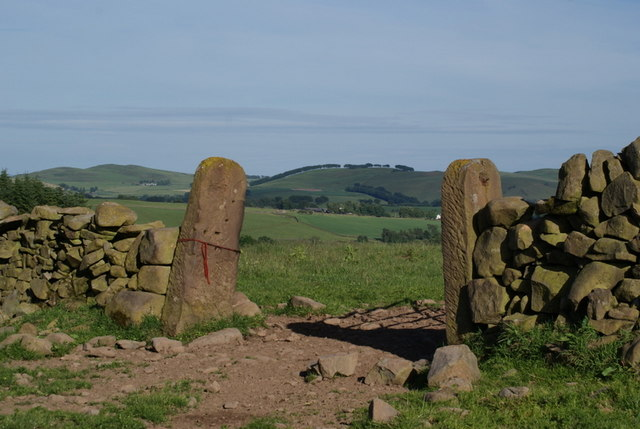 Dry stane wall and gate posts