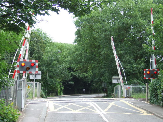 Level Crossing near Hampton Court