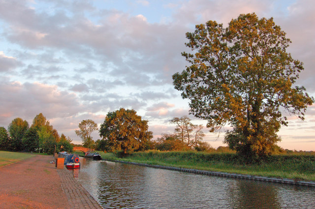 Staffs & Worcs Canal at sunset