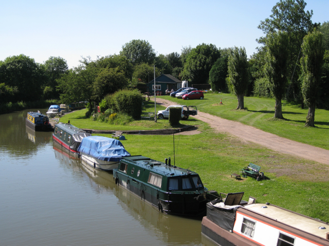 Permanent moorings at Hatton Station
