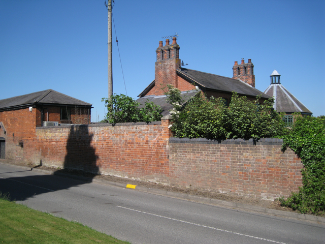 Oakslade Farm, Station Road