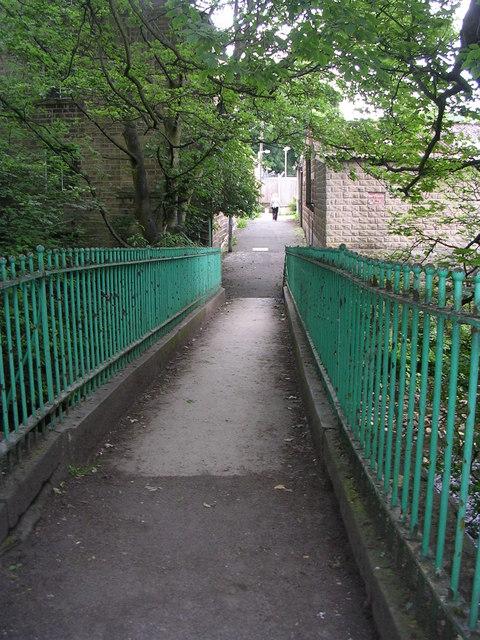 Footbridge over River Holme - off Eastgate