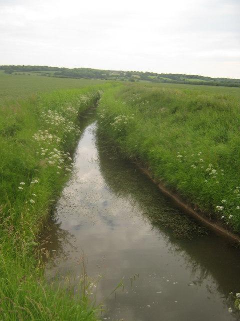 Dyke heading towards Reading Sewer