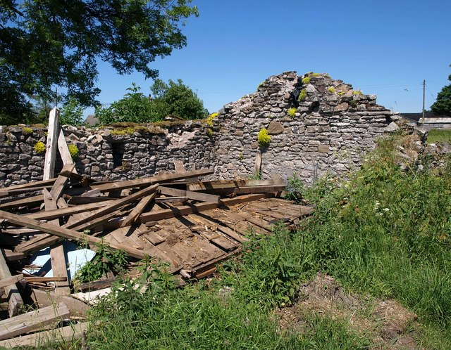 Ruined barn, Eastwater