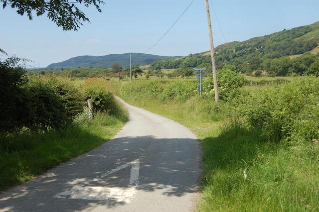 Lane at level crossing at Brynglas