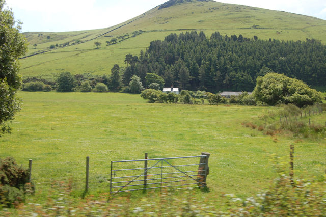 Fach-Goch Farm below the trees