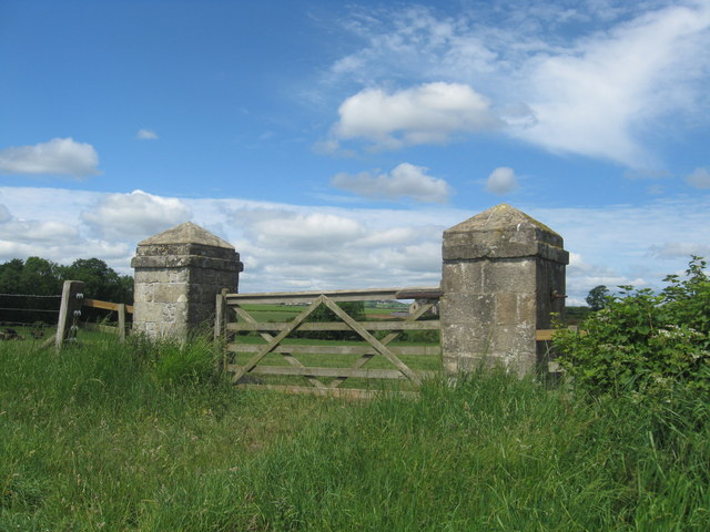 A gate in to the field