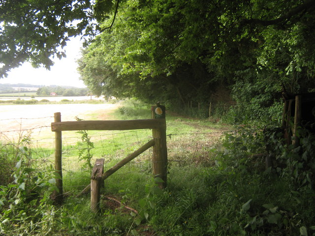 Stile and footpath junction near Yawlings Wood