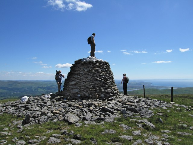 The lower cairn of Trum Gelli