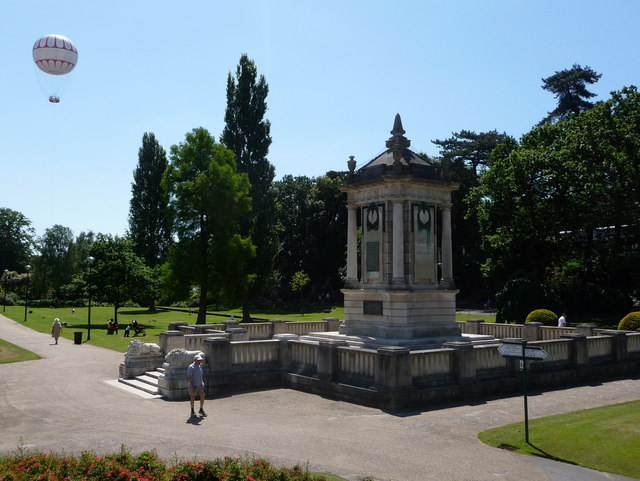 Bournemouth: the cenotaph and the balloon