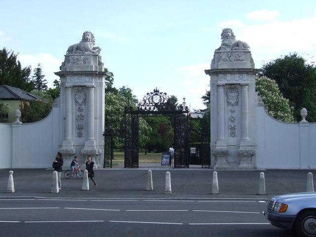Lion Gate, Hampton Court
