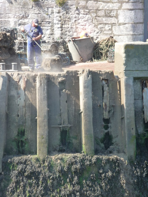 Brixham : Cleaning the Lobster Pots