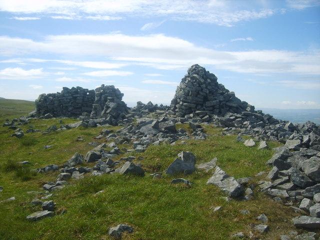 Cairn and Shelter, Knapside Hill