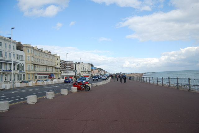 Hastings Promenade east of the Pier