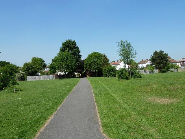 Path from Oxhawth Rec to Southborough Road