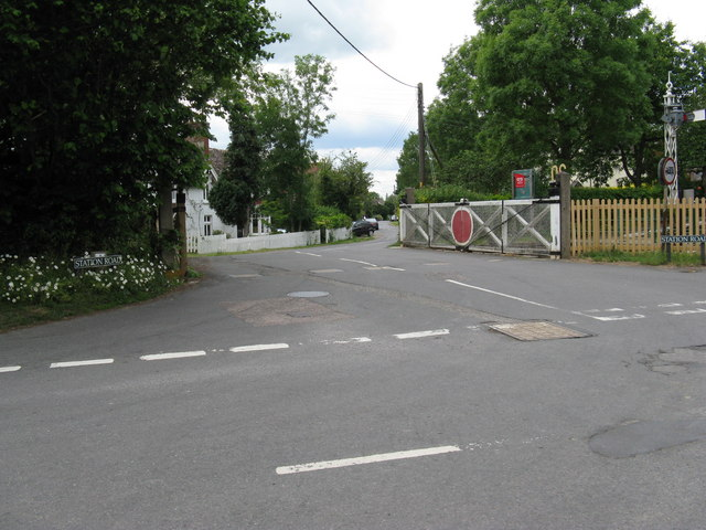 Level crossing gates on Station Road Isfield
