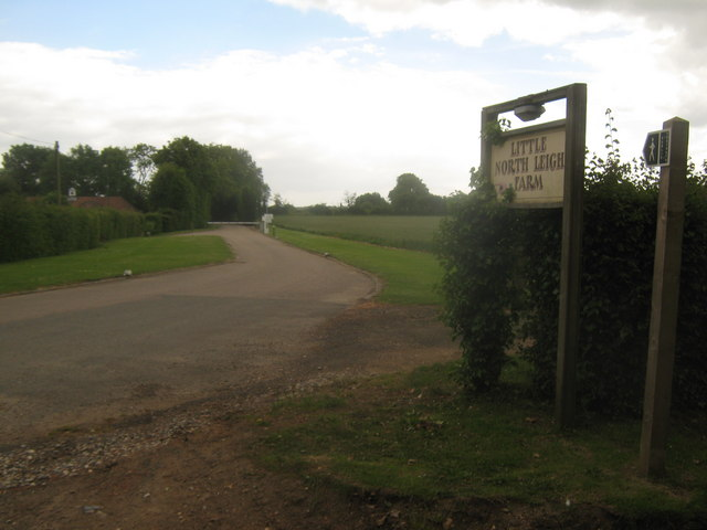Farm road to Little North Leigh Farm