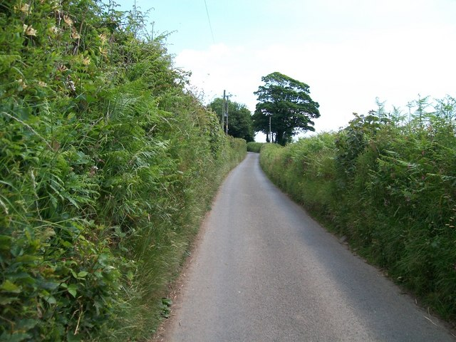 The narrow lane eastwards and upwards out of Efailnewydd