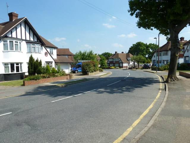Bend in Woodhurst Avenue