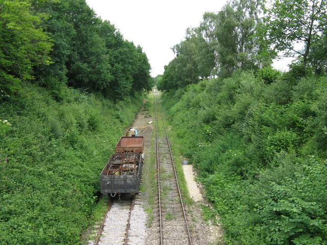 Rail track and trackbed north to Dingley Dell terminus