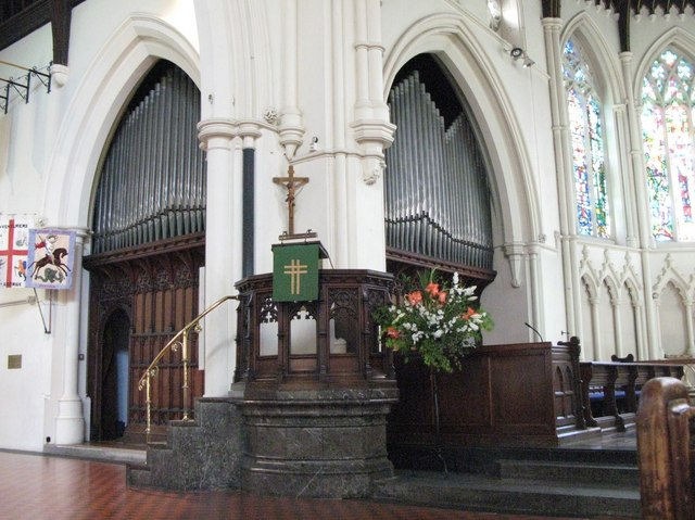St. George's Church - pulpit and organ