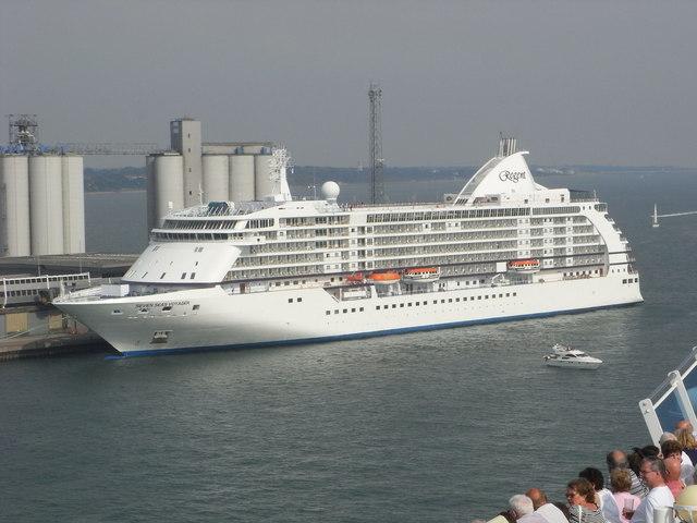 Queen Elizabeth 2 Cruise Terminal