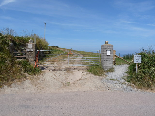 A footpath leading away from Vention Lane onto the peninsula between Putsborough Sand and Croyde Bay