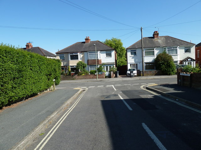Approaching the junction of  Alsford Road and Aldermoor Road
