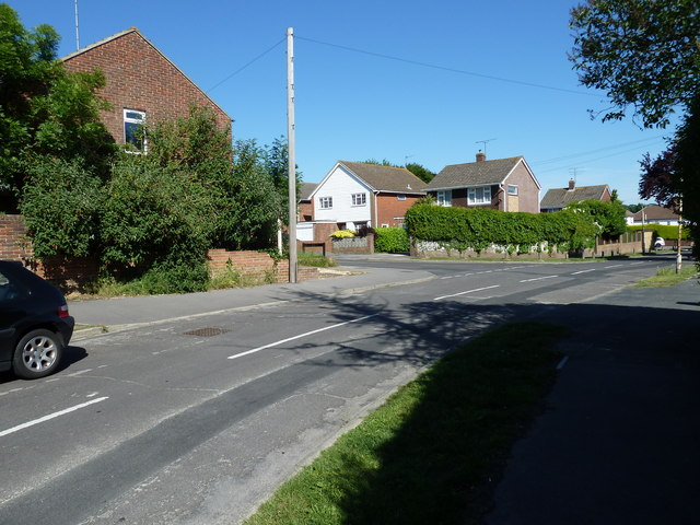 Approaching the junction of   Bursledon Road  and Kentidge Road