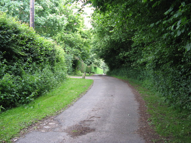 Public access road nearing Worth Manor and Worth Farm