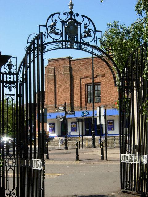 Caldecott Park gates, Rugby