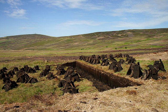 Peat cutting at Tarras Rig