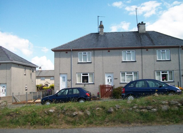 Cae'r Gromlech - a housing estate at Y Ffor