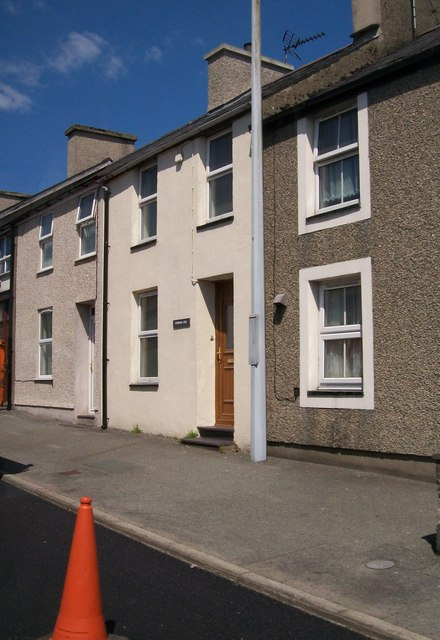 Terraced houses on Caernarfon Road, Y Ffor