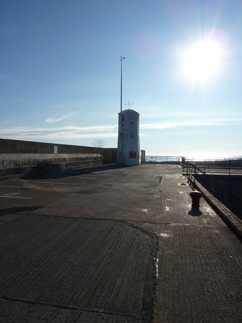 Lighthouse, Seahouses Harbour