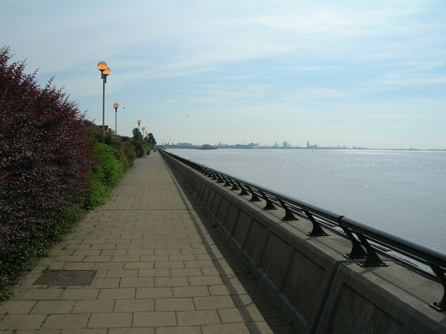 Path beside River Humber, Hull