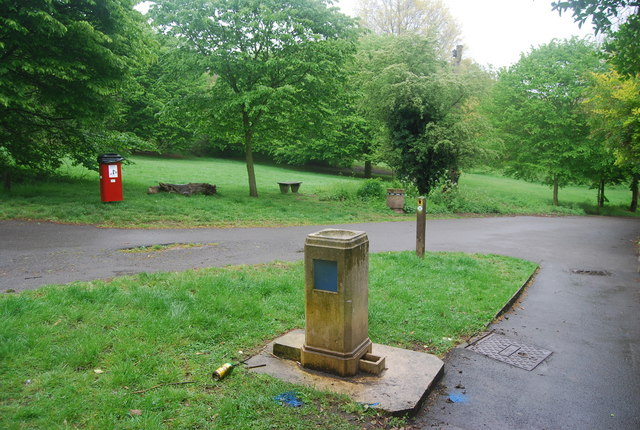 Non functioning drinking fountain, Streatham Common