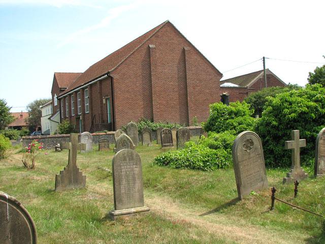 Path through St Edmund's churchyard