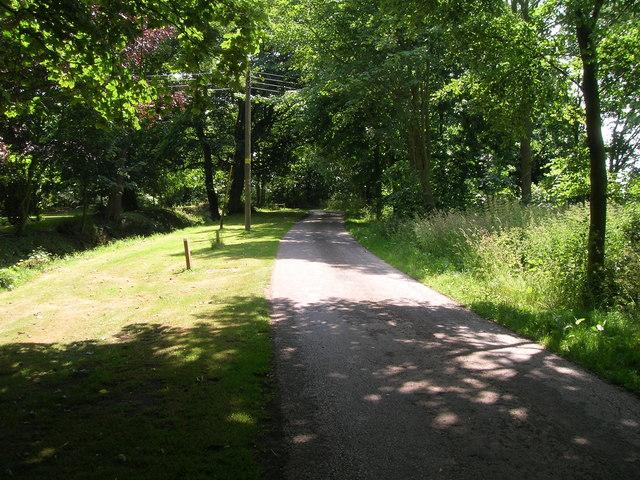 Minor road near Frodingham Hall, heading south