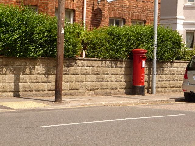 Boscombe: postbox № BH1 27, Drummond Road