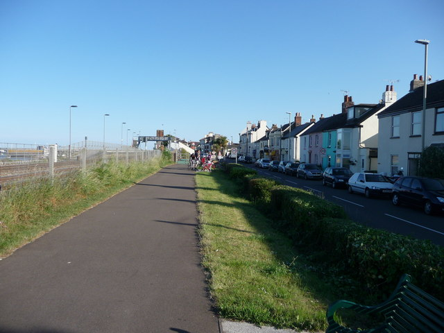 Starcross : Footpath & The Strand
