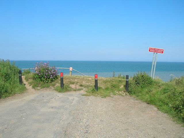 End of the road, Holmpton Cliffs (Seaside Road)
