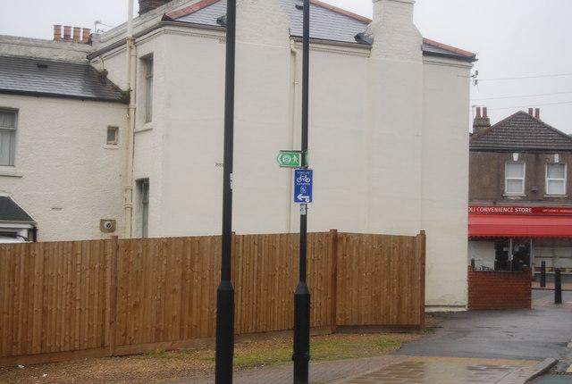 Capital Ring signpost, Estreham St